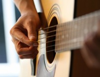 Should You Consider Using Online Guitar Lessons?